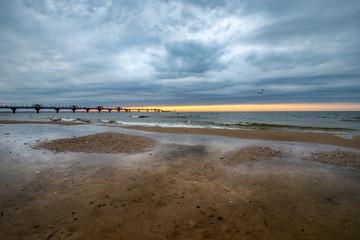 koniec dnia na plaży w Międzyzdrojach
