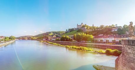 Würzburg, Panorama über Main und Festung Marienberg