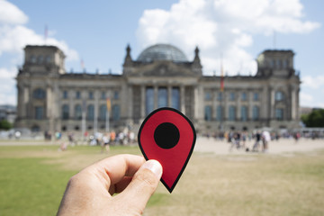 man with a red marker in front of the Reichstag