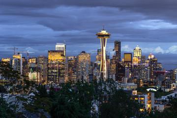 Fototapete - Seattle downtown skyline buildings evening