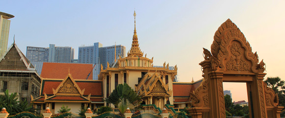 Traditional Asian temple and modern buildings in the background. The beautiful city centre of Phnom Penh, the capital of Cambodia, Asia. Wall mural