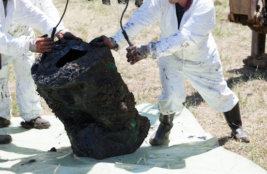 Decontamination unit cleaning toxic pollution in the environment