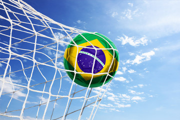Fussball mit brasilianischer Flagge