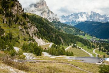 Strade, curve e tornanti di montagna in Trentino