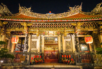the exterior architecture of Longshan temple