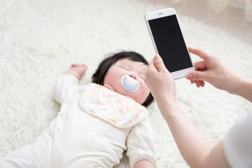 赤ちゃんとお母さん、写真、撮影、sns、記録