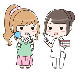 女性に歯磨き指導をする歯科衛生士の女性(全身)