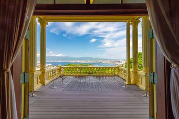 ルネッサンス式のバルコニーから見る函館港