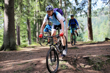 Anfänger in einem Mountainbikekurs