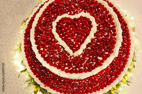 Torta Di Frutta Con Decorazione A Forma Di Cuore Stockfotos Und
