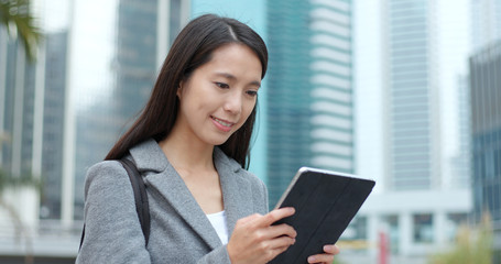 Businesswoman use of tablet computer in city