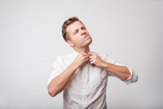The europeam man in white shirt feeeling uncomfortable.