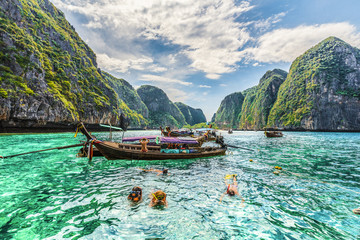 Wall Mural - Amazing Maya Bay on Phi Phi Islands, Thailand