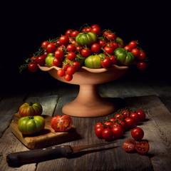 Natura morta con pomodoro ciliegino e costoluto di Pachino