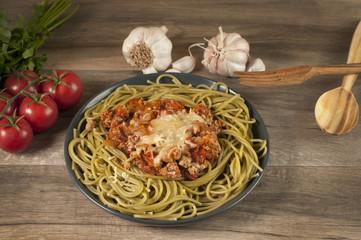 spaghetti bolognese ze świeżymi pomidorami