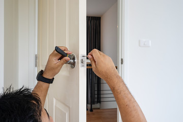 locksmith fix knob on white wood door