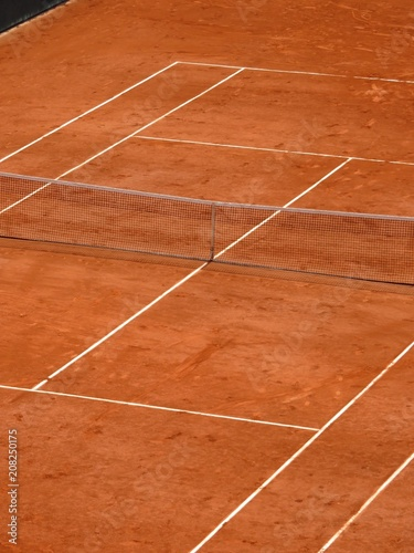Terrain de tennis en terre battue, à Roland Garros, Paris (France ...