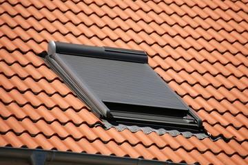 Dachfenster mit Rollladen, Außenaufnahme