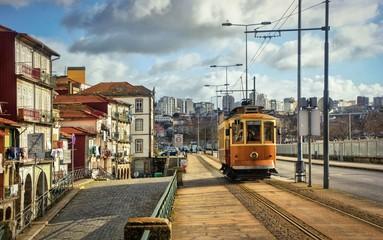 Fond de hotte en verre imprimé Vintage voitures Tramway car in Porto, Portugal