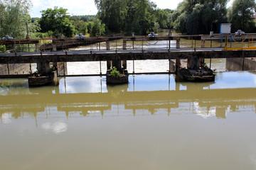 barrage sur riviére à Chauny