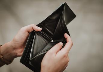 Hand open empty an wallet