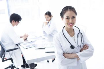 若手医師たちの職場風景