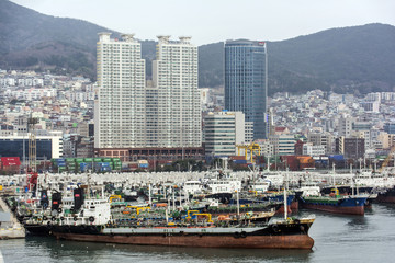 Skyline mit Hafen von Busan in Südkorea