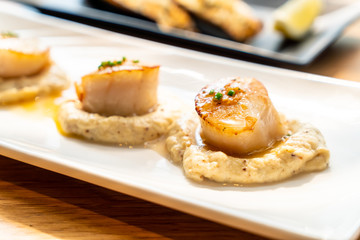 grilled scallops with sauce