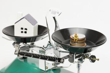 住宅ローンに苦しむ人のイメージ