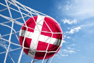 Fussball mit dänischer Flagge