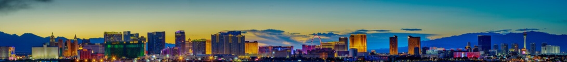 Fotobehang Las Vegas Skyline view at sunset of the famous Las Vegas Strip located in world class hotels and casinos, NV