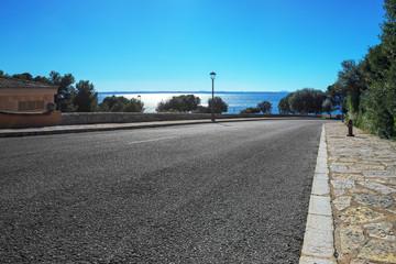 Straße am Meer auf Mallorca