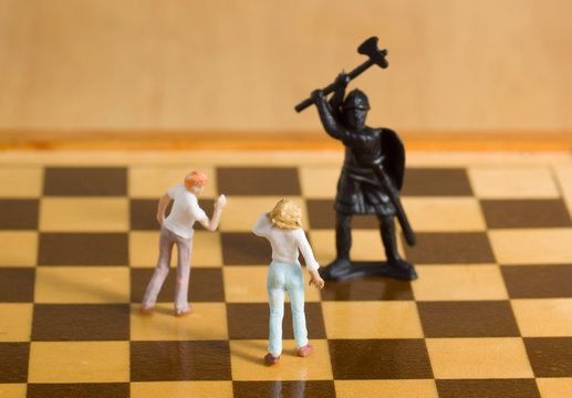 The next step – model figures of women on a chess board