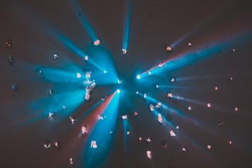 Blau Rot Disko Licht Durchschuss durch die Wand Party