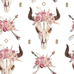 Watercolor boho seamless pattern of arrows, bull skull with horns & floral arrangement on white background. Native american decor, print element, tribal bohemian navajo, Indian, Peru, Aztec wrapping
