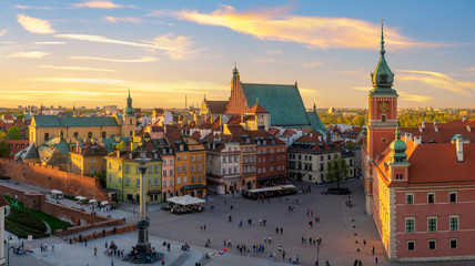 Photo sur Toile Con. ancienne Warsaw, Royal castle and old town at sunset