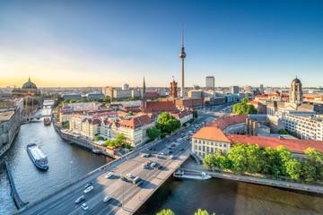 Foto op Plexiglas Centraal Europa Berlin Mitte mit Blick auf den Fernsehturm und das Nikolaiviertel