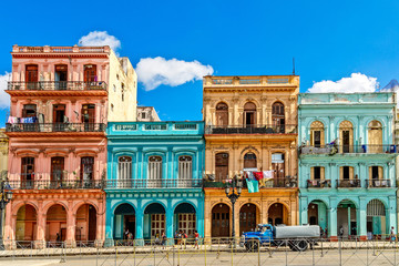 Aluminium Prints Havana Old living colorful houses across the road in the center of Hava