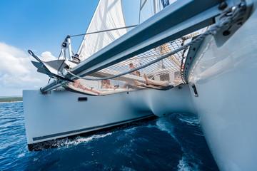 Photo sur Toile Voile Katamaran jacht na rejs