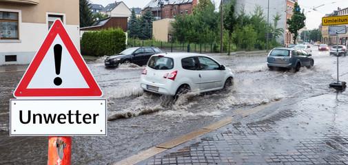 Unwetter Überschwemmung der Straße