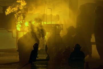 Fond de hotte en verre imprimé Rouge flames of burning timber .