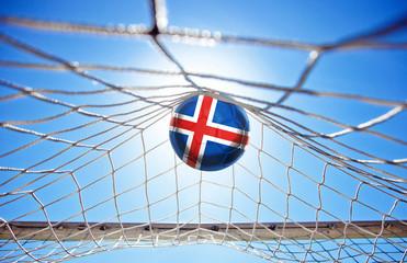 Fussball mit isländischer Flagge