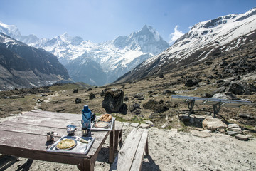 Himalaya Annapurna Sonnenstrahlen Berge Hiking Frühstück