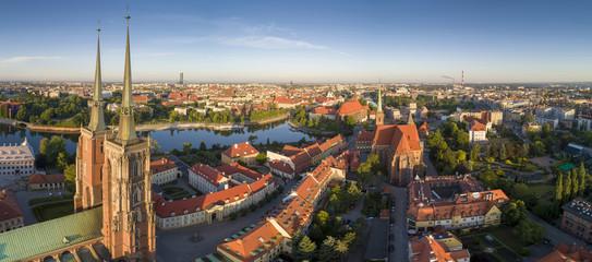 Fototapeta Widok z lotu ptaka na Ostrów Tumski, rzekę oraz południową część miasta - Wrocław, Polska obraz