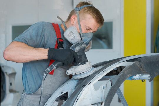 Auto mechanic restores car body part after car accident