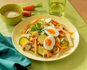 Gemüse mit Sesam und Ei