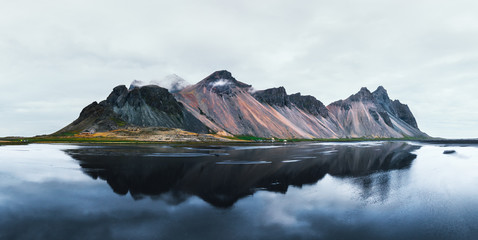 Poster de jardin Reflexion Famous Stokksnes mountains reflected in water on Vestrahorn cape, Iceland.