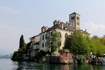 convento delle Benedettine e campanile romanico; isola di San Giulio sul Lago d'Orta