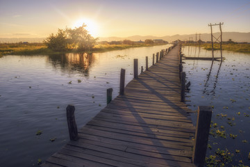 Photo sur Aluminium Ponts pier at sunset