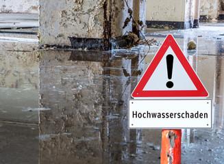 Achtung Hochwasserschaden Schild